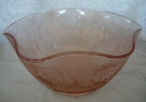 Gorgeous-Large-TIARA-Pink-Peach-Daisy-Sandwich-Glass-Ruffle-Serving-Bowl