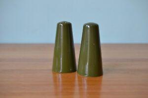 Mid-century-green-ceramic-salt-amp-pepper-shakers-AGt1