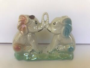 Vintage-Elephants-kissing-trunks-art-pottery-glaze-finish-Made-in-Brazil-1971