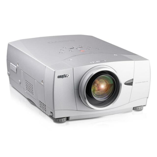 Sanyo PLC-XP57L 3LCD Beamer 5500 ANSI LUMEN 600-700 Std. XGA + Fernbedienung