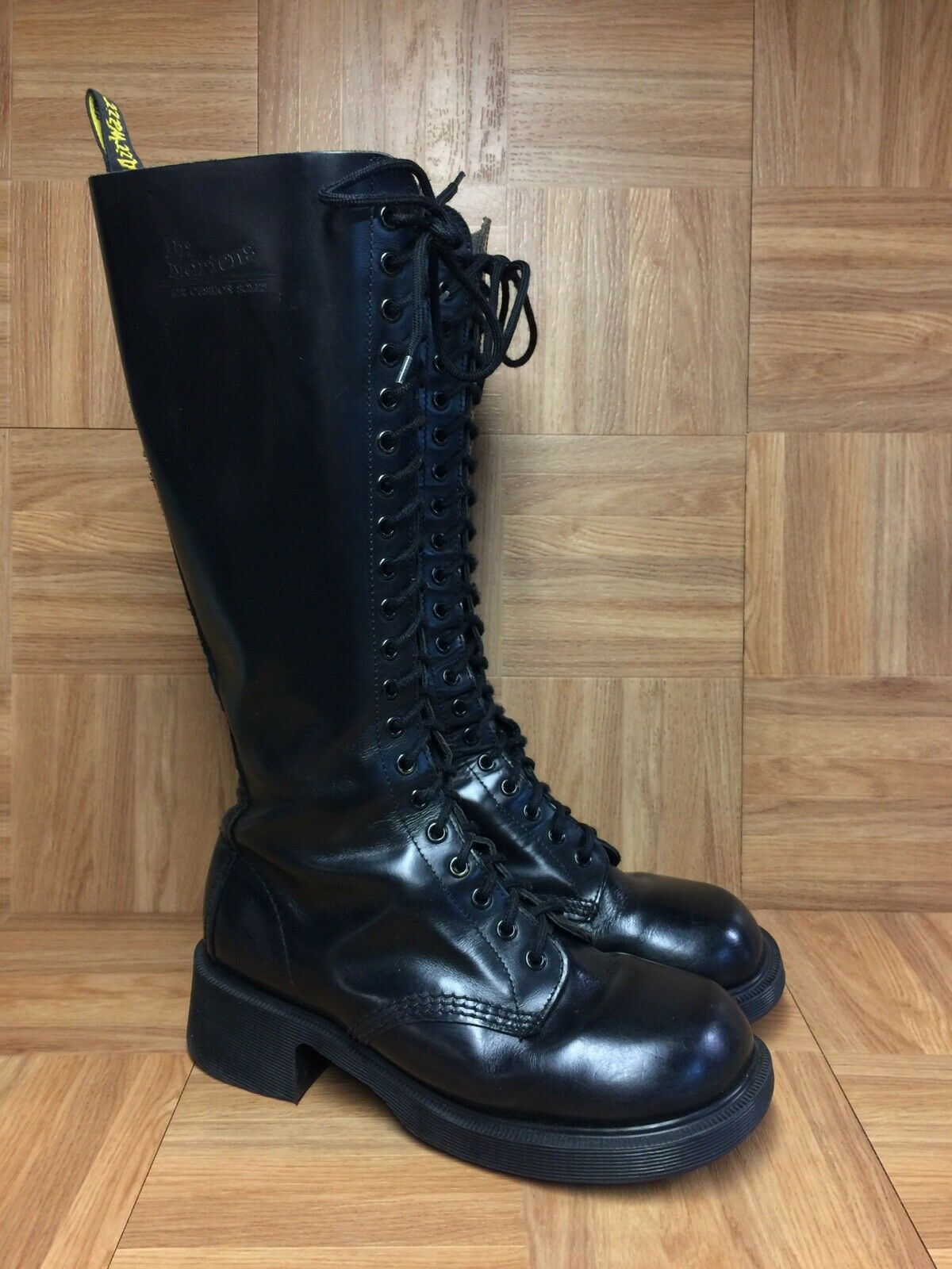Raro  Dr Martens plataforma botas Altas Cuero Negro 8 para hombres - 9 para mujer de Inglaterra