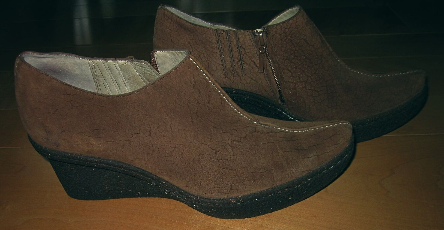 Tsubo Wms Brown Suede Wedge Ankle Boots 6.5