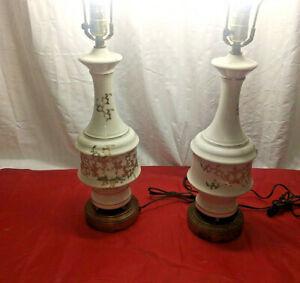 PAIR-VINTAGE-1950s-WHITE-PORCELAIN-GOLD-TRIM-LEAF-FLOWER-BRASS-BASE-TABLE-LAMPS