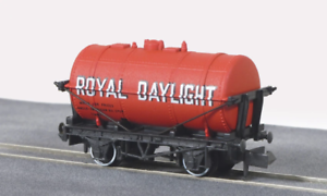 Peco-NR-P163-N-Gauge-Petrol-Tank-Wagon-Royal-Daylight