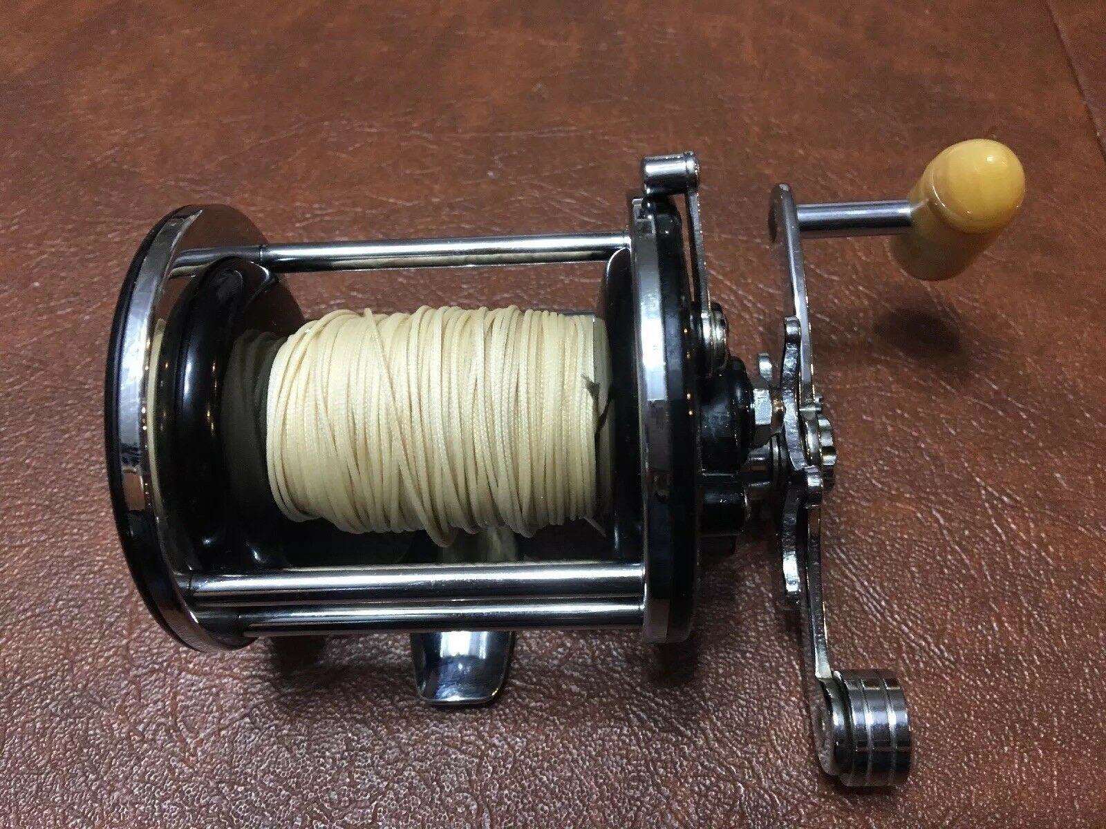 PENN 155 NO. 155 PENN  FISHING REEL, VERY SMOOTH, SALTWATER IN NEW CONDITION 78c3ac