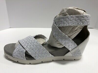 Bernie Mev HONESTY Blush Shimmer Women/'s Ankle Strap Wedge Sandals
