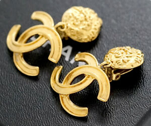 CHANEL-CC-Logos-Dangle-Earrings-Gold-Tone-Vintage-95A-w-BOX-excellent-a