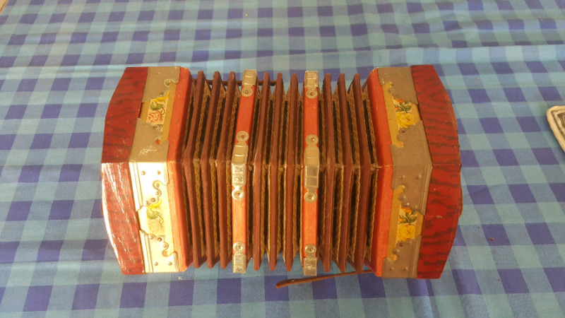 Concertina old
