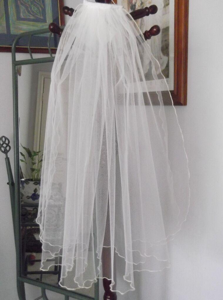 TWO TIER BRIDAL VEIL, FLUTED EDGE, 73 cm, WHITE or IVORY COLOURS, NEW,AUSTRALIA