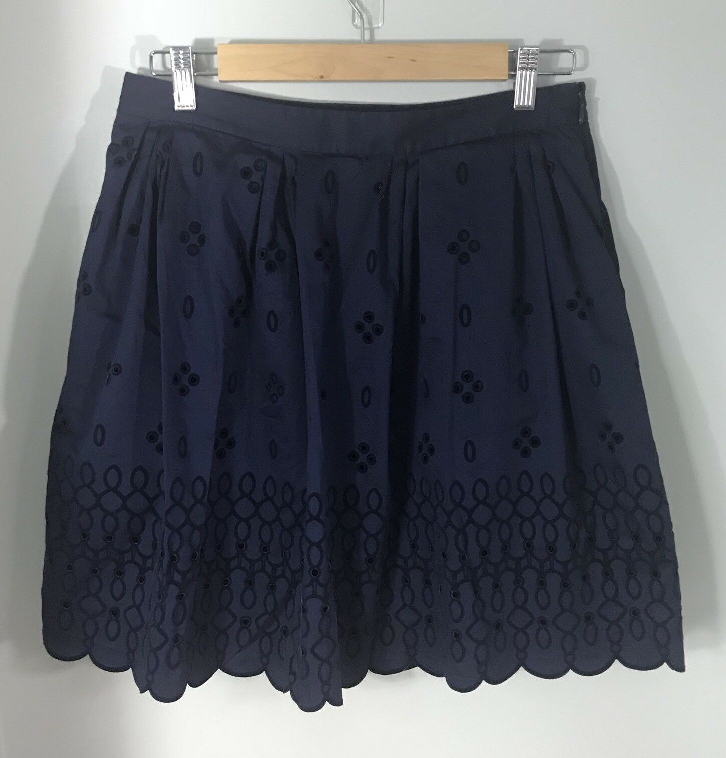 Vineyard Vines Women's Navy bluee Eyelet Velour Detail Scallop Trim Skirt Size 6