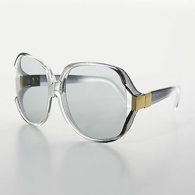 Women/'s Butterfly Vintage Sunglass with Transition Lens Gerwig