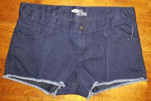 e50a4d6c19 Women's Old Navy The Diva Dark Wash Cutoff Denim Shorts Size 2 | eBay