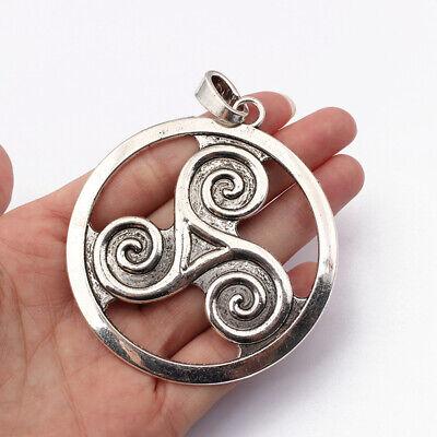 30 Celtic Triskelion Silver Plated Charms Pendants 16mm J54157A
