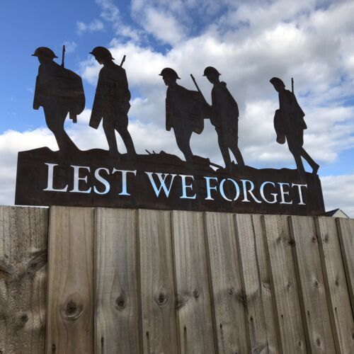 Lest We Forget soldiers scene garden Soldier statue sign lawn feature ornament