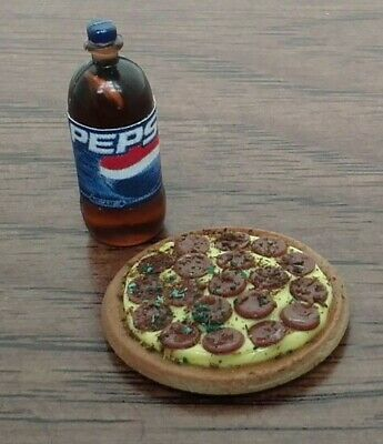 Dollhouse Miniature Supreme Pizza /& Pepsi Party with red table cloth 1:12 scale