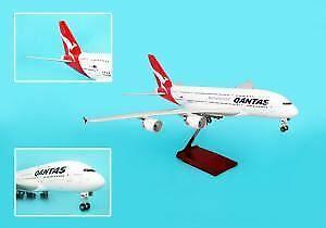 SKR8502 Skymark Qantas A380 1  100 Med trästånd & Gear modellllerlerl Airplan