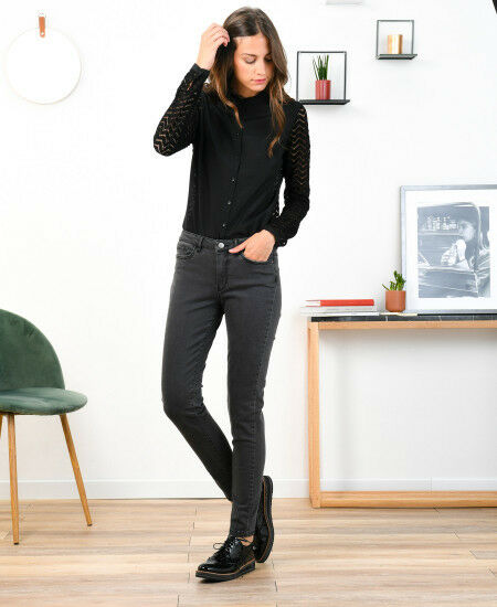 Pantalon ONE STEP , modèle Indiana Slim long. size 32 soit 42 FR.  Neuf