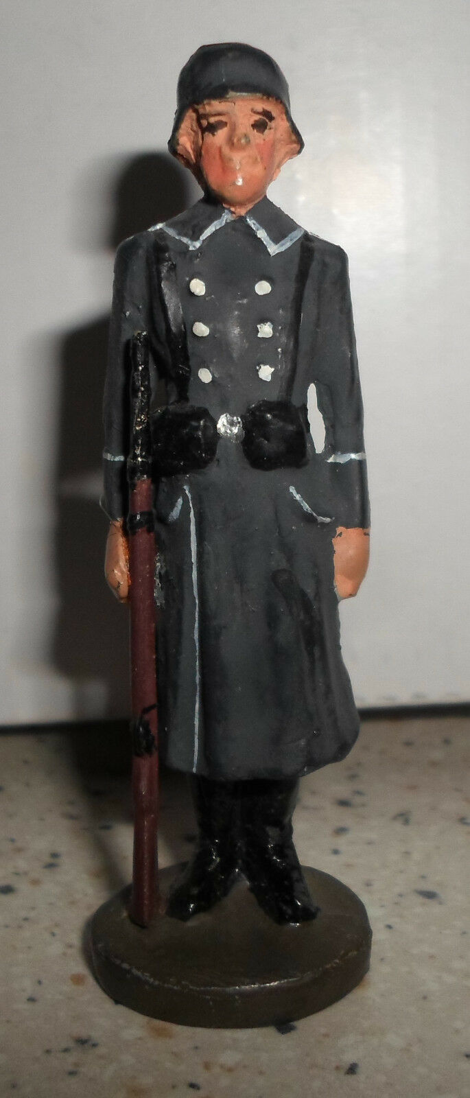 Elastolin Lineol standing german Luftwaffe Wachbattalion soldier with with with rifle WWII 7c5