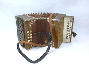 Old-Accordion-in-Case-Meinel-amp-Herold-musikinstrumentenfabrik-klingenthal