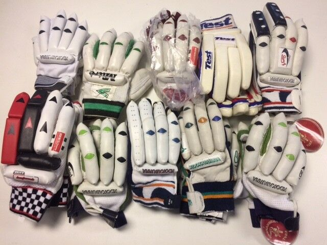 Cricket Bundle -Handschoenen, bats, boxen, Balls, Body Protection, Score Books