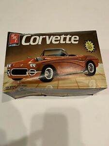 AMT Ertl 1962 Corvette 3 in 1 - 1:25 Model Kit 1986 Open Box / Unbuilt