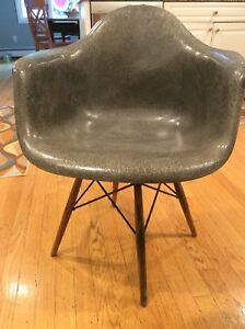 Charmant Image Is Loading First Edition Eames Herman Miller Shell Chair C