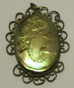 ANTIQUE-HAND-CARVED-MOTHER-OF-PEARL-MOP-CAMEO-PENDANT