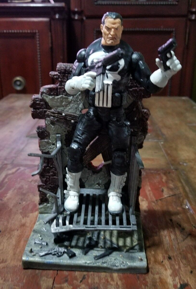 Marvel Legends The Punisher with stand 2002  Toy Biz Loose