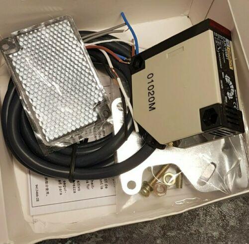 OMRON E3JK-R4M1 SENSOR 90-250VAC  PHOTO ELECTRIC SWITCH 5 Wire