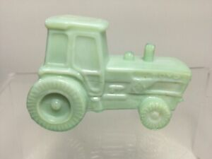 Boyd-Art-Glass-2-75-034-039-Various-Colors-039-Glass-Farm-Tractor-Figurine-Paperweight
