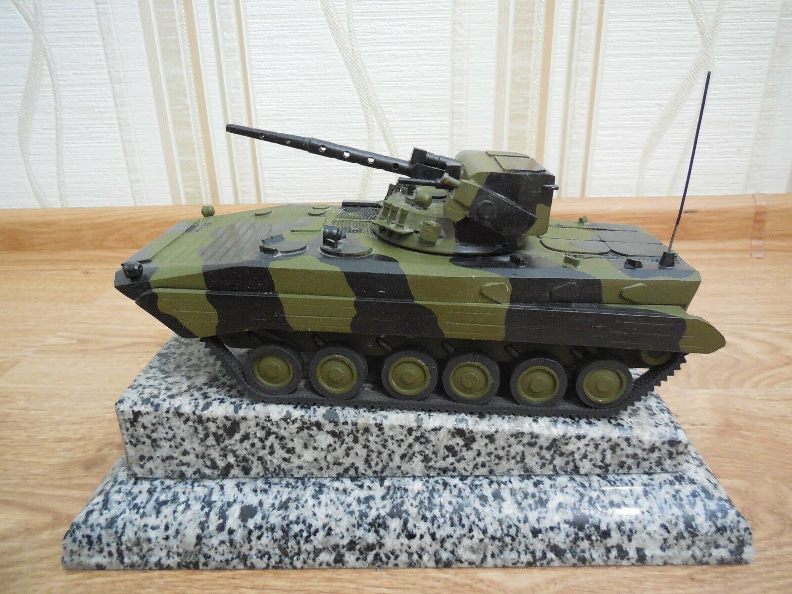 Collectible metal Tank BMP IFV DESK TOP MODEL militaria armée Tank