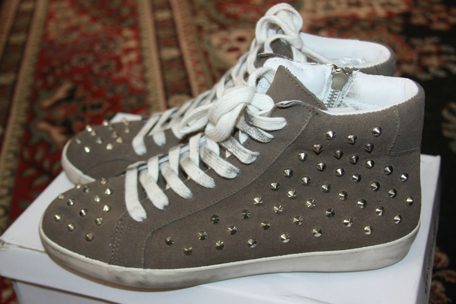 STEVE MADDEN TWYNKLE TAUPE SUEDE SUEDE TAUPE SNEAKER SIZE 9M 899596