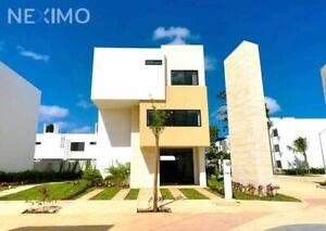 Casa en Venta, 4 PANELES SOLARES, 3 Recámaras, Family Room, Av Urano, Av Huayacán, Cancún