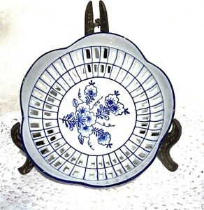 Small-Blue-and-White-Porcelain-Bowl-Candy-dish-cutouts-around-edges