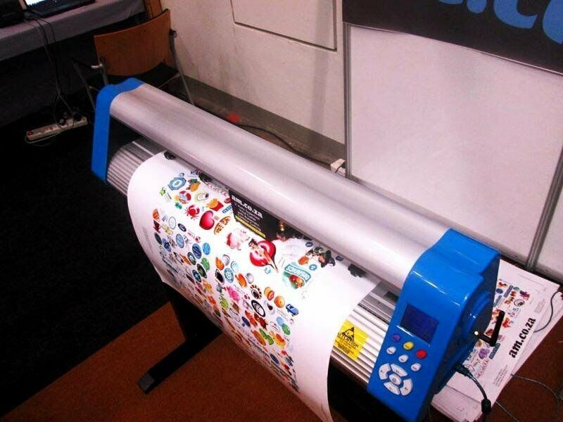 V6-1800B V-Auto Superfast Wireless Vinyl Cutter 1800mm, Automatic Contour Cutting Function