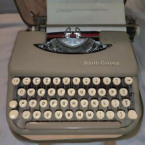 Vintage Smith Corona Skyriter Portable Manual Typewriter & Case Skyriter 3Y 1958