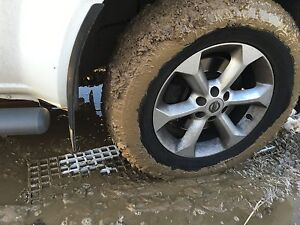 Off-Road-4x4-Mud-Snow-Recovery-Waffle-Boards-Bridging-Sand-Ladders-1225x310x38mm