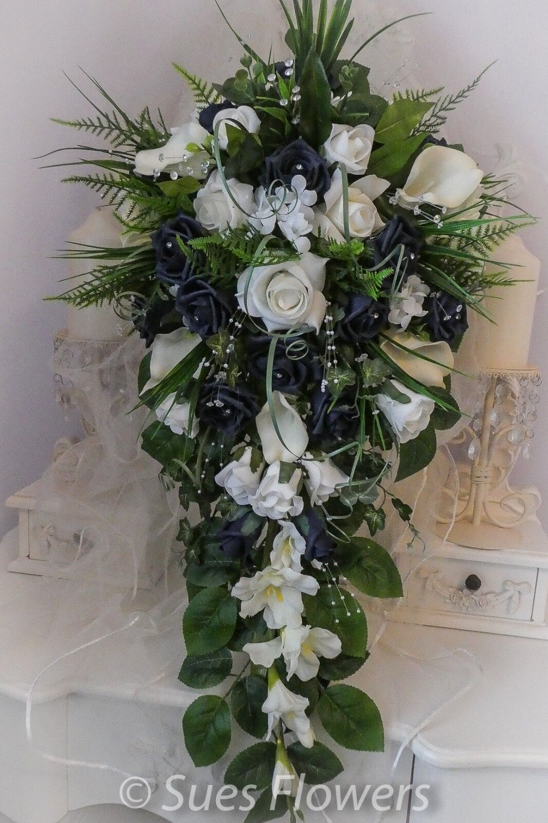 Mariage Fleurs Large Bridal Larme Bouquet dans bleu marine et ivoire