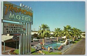 Yuma-AZ-Closeup-of-Sign-10-TV-Channels-Guests-Pose-Pool-Tropicana-Motel-1960s