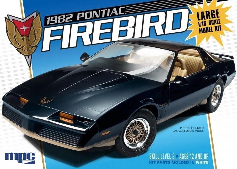 1982 Pontiac Firebird Large 1 16 skala MPC mycket detaljerad plastbil Kit