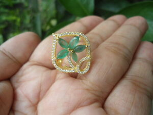 NATURAL-EMERALD-amp-Sparkling-CZ-Stone-FLOWER-Sterling-925-Silver-RING-Size-7-25