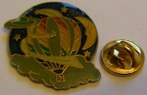 HOT-AIR-BALLOON-MOON-PLANETS-vintage-Pin-Badge