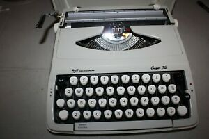 Vintage-Smith-Corona-Portable-Typewriter-Cougar-XL-Made-in-England-Excellent