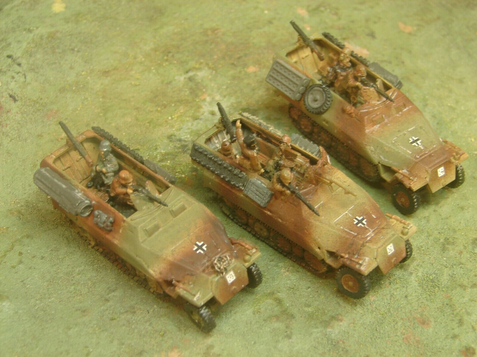 Flames of War Painted German SdKfz 251 Plt (1x251 10, 2x 251 1). 3 color w crew