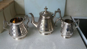 LOVELY-STYLISH-ANTIQUE-VINTAGE-THREE-PIECE-SILVER-PLATED-TEA-SET