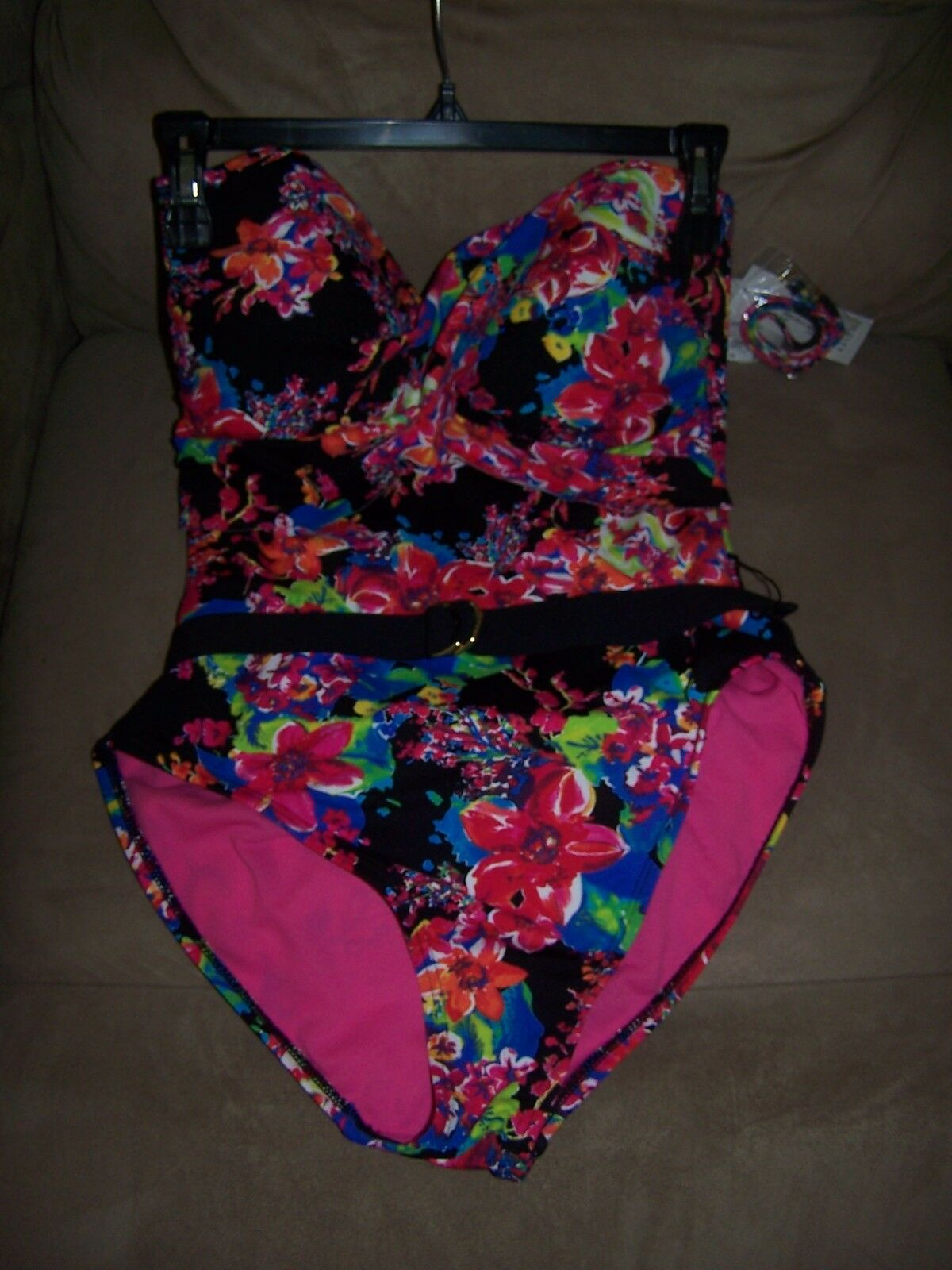 New Liz Claiborne   Multi color Swimsuit Size 10 New with tags