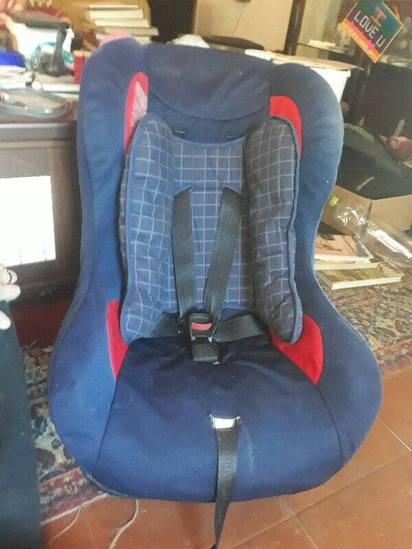 Carseat birth to 18kg red/blue