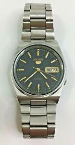 Vintage SEIKO 5 Automatic Mens Day Date Wristwatch 7009-3130 Black Dial