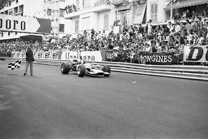 Photo-Graham-Hill-Gold-Leaf-Lotus-49BCosworth-DFV-1969-Monaco-GP-Grand-Prix-F1