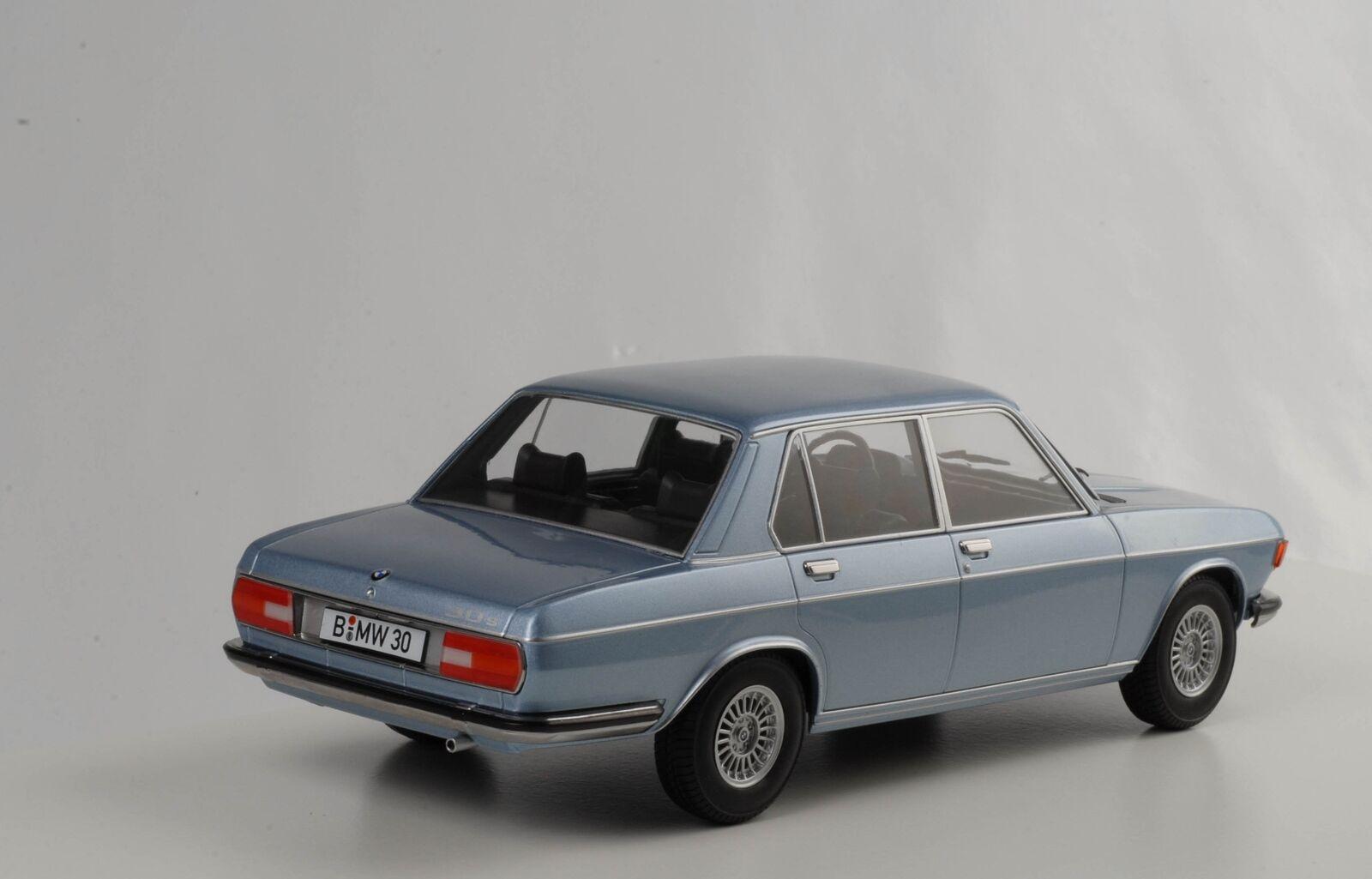 BMW 3.0 S E3 2.Serie 1971 hellblau-metallic diecast 1 18 KK-Scale